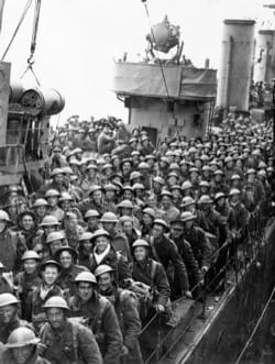 Image - LIGHTOLLERDUNKIRK_soldiers-on-destroyer