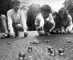 Image - SMALLBALLS_playing-marbles