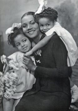 Image - MOTHERINGSUNDAY_mother-and-daughters